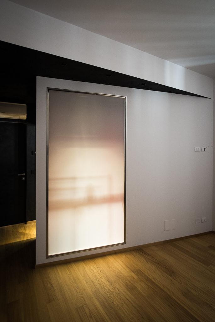 La parete che chiude la stanza da letto